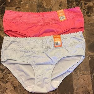 NWT Warner's Lace Hipsters